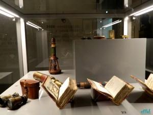 Esposizione do oggetti originali da esploratore di Raimondi