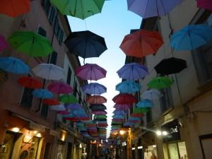 ombrelli volanti a pietrsanta