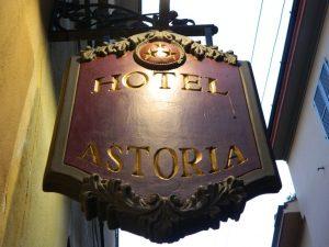 Hotel Astoria:dormire ai piedi del Torrazzo