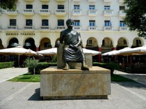 Salonicco in un giorno-la statua di Aristotele