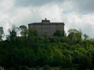 castello di montaldo sulle colline torinesi