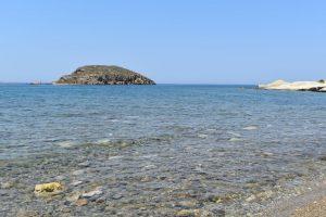 la spiaggia di ellinika a kimolos