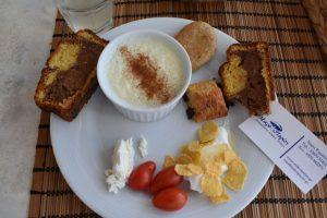 mangiare prodotti tipici al mikro parisi di kimolos