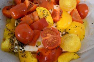 feta al forno con pomodori e peperoni