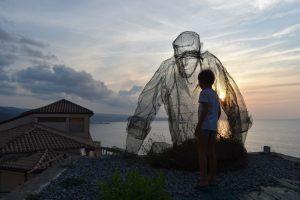 il collezionista di venti di Edoardo Tresoldi in Calabria
